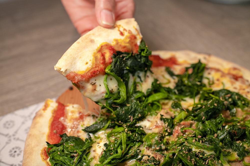 新鮮菠菜佐瑞可達起司披薩