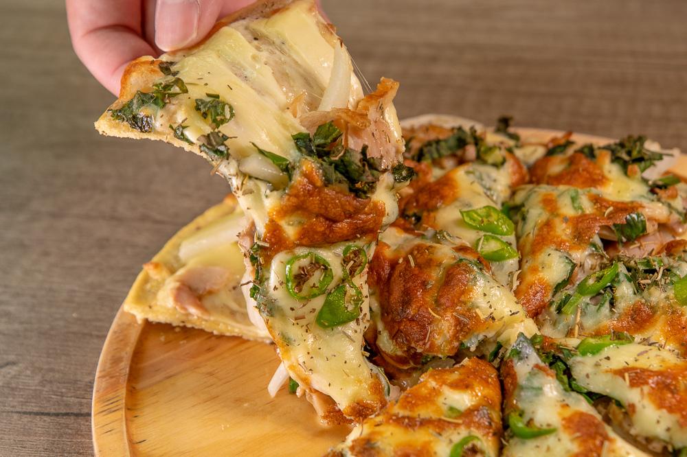 咸豐草椰香燻雞披薩