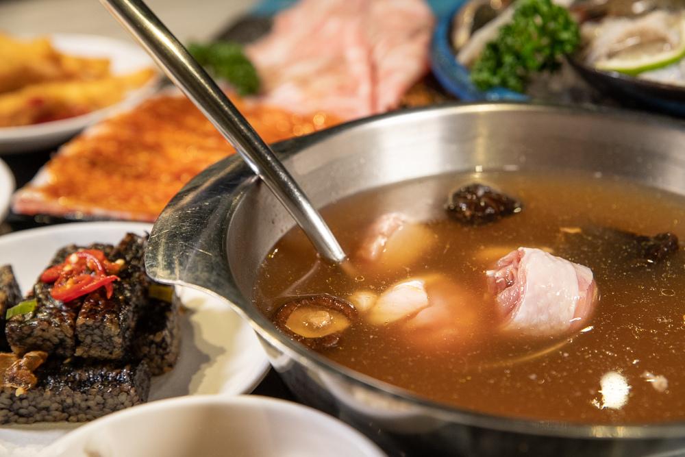 黃金菜脯蛤蜊香菇鍋